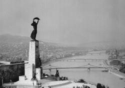 Kisfaludi Strobl Zsigmond, Felszabadulási emlékmű,1947.