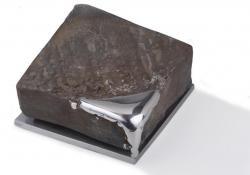 Az idő, 1994, acél, krómacél, acélpor, 11,5x11,5 cm