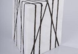 Emlékezz! 2005, márvány, acélpor, 20 cm