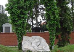 II. világháborús emlékmű, 1990, mészkő, 300 cm, Zalaegerszeg