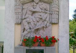 Kávás hősi emlékműve, 1938, műkő