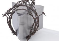 Mementó, 1994, krómacél, szögesdrót, 16x16 cm