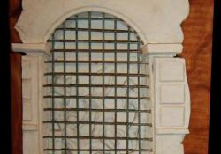 Raffaelo, 2004, fehér samott, fa, fém, 58x34 cm
