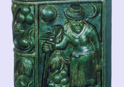 Szőlőmunkás-butélia, 2003, fedőmázas kerámia, 40 cm