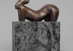 Vénusz, 1990, bronz, kő, 19 cm