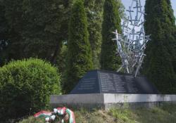 Zalaegerszeg, II. világháborús emlékmű,2002, mészkő, gránit, krómacél