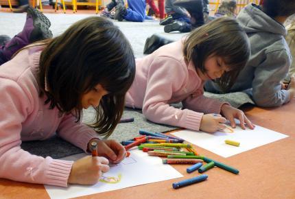 Ovisok rajzolnak a múzeumpedagógiai foglalkozáson