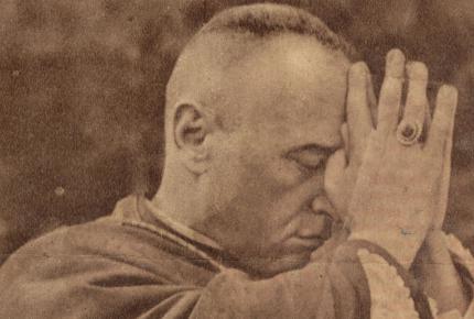 Mindszenty József imádkozik